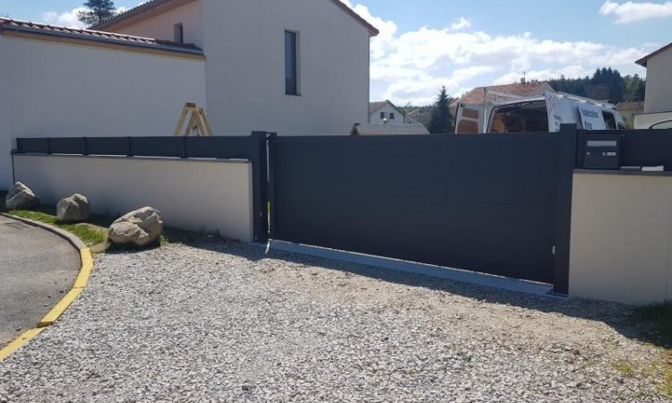Fabrication et pose de portail et clôture en aluminium à Beauzac